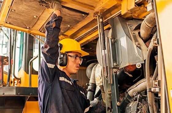 Reparación de camiones y equipos de línea amarilla